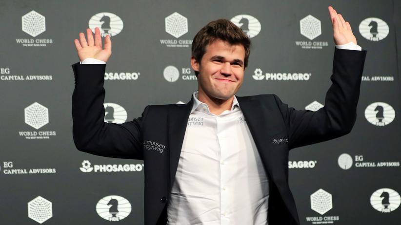 Magnus Carlsen: Magnus Carlsen auf der Pressekonferenz nach seinem Sieg