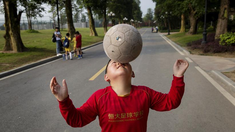 China hat nun auch Fußball als Schulfach eingeführt.
