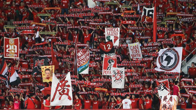 Fans von Guangzhou Evergrande während des Viertelfinals gegen die Western Sydney Wanderers in der asiatischen Champions League.