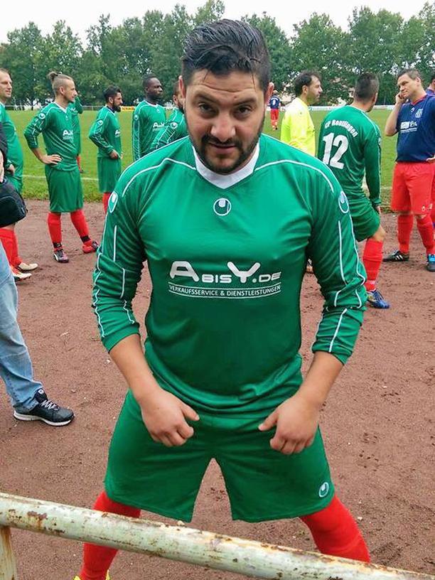 Hossam El-Sleiman bei seinem Fußballverein Centro Portugues.