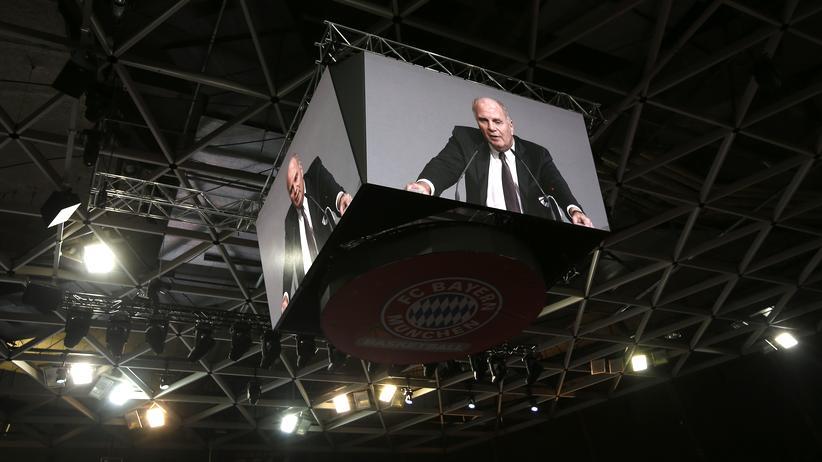 Teilt munter aus: Bayern-Präsident Uli Hoeneß