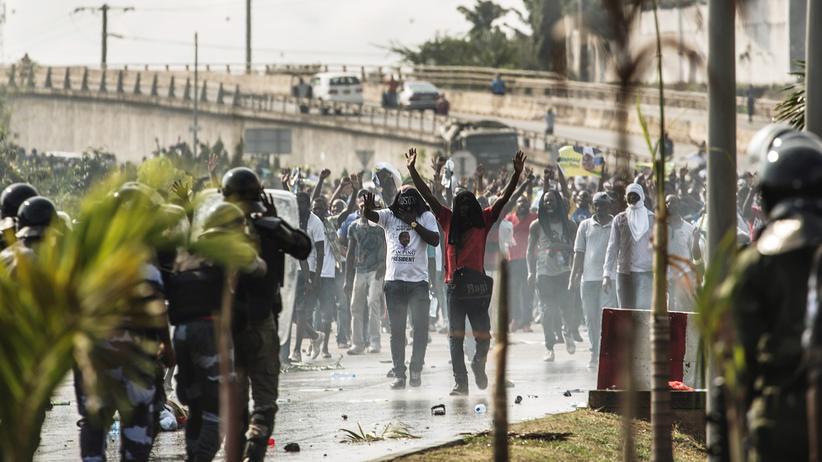 """Fußball: """"Wir wollen deinen Afrika-Cup nicht, du Mörder!"""""""
