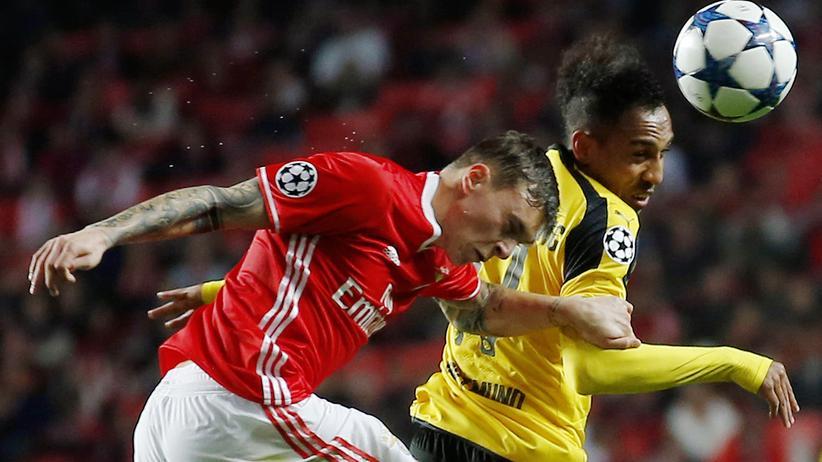 Champions League: Borussia Dortmunds Aubameyang (r.) gegen Benfica Lissabons Lindelöf