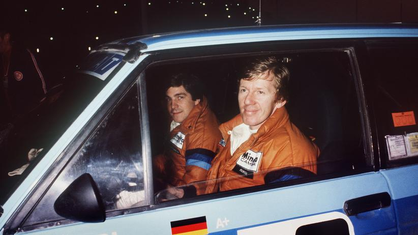 Walter Röhrl und sein Beifahrer Christian Geistdorfer vor einem Rennen der Rallye Monte Carlo 1980.