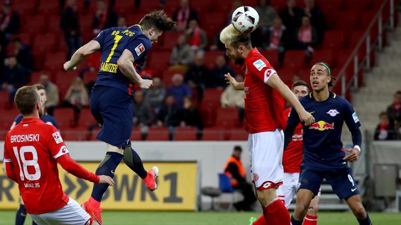 Bundesliga-Rückschau: Leipzigs Marcel Sabitzer beim Kopfball