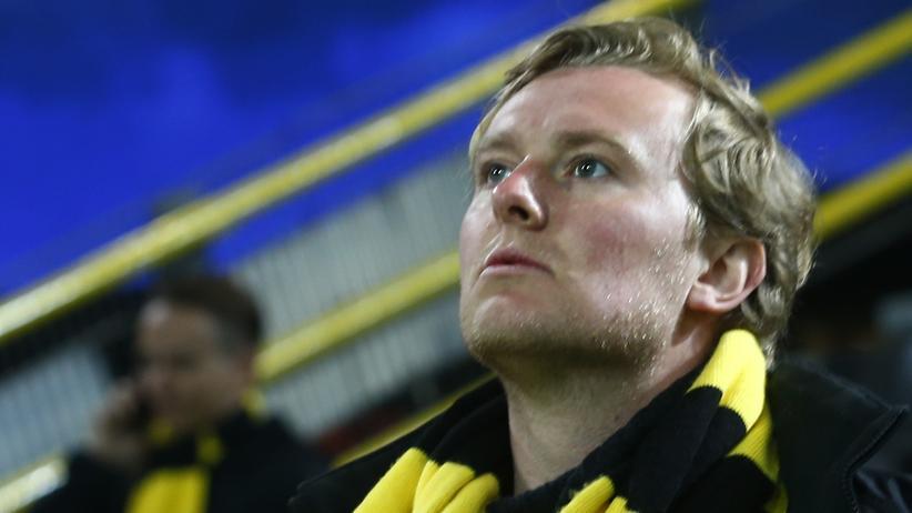 Dortmund: Dortmund-Fans im Stadion kurz nach der Absage des Spiels