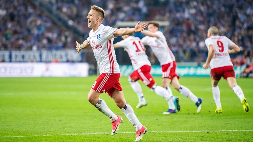 Bundesliga-Rückschau: Der HSV (im Bild: Lewis Holtby) jubelt. Da kann doch was nicht stimmen.