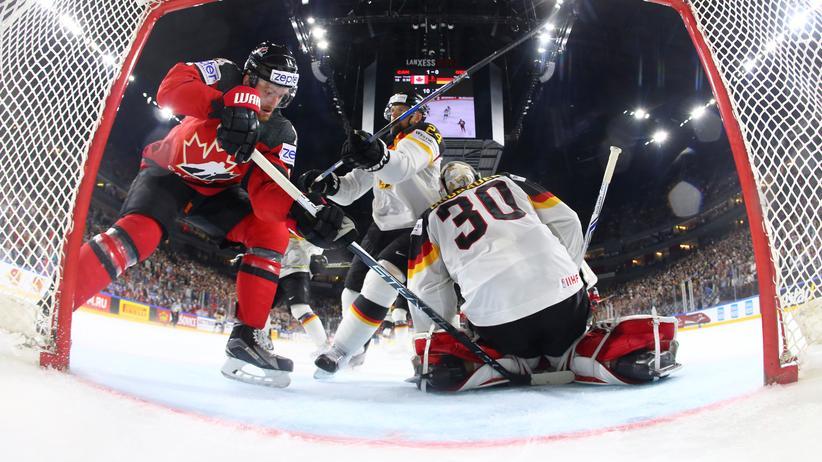 Eishockey-WM: Der deutsche Torhüter Philipp Grubauer hatte im Spiel gegen Kanada viel zu tun.