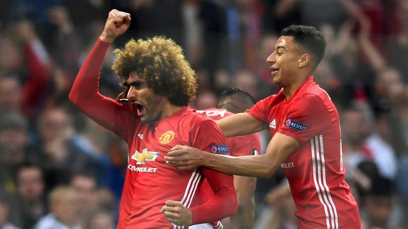 Europa League: Manchesters Marouane Fellaini nach seinem Treffer zum 1:0