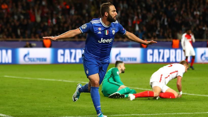 Champions League: Gonzalo Higuaín von Juventus feiert sein zweites Tor im Halbfinale-Hinspiel gegen den AS Monaco in Monaco.