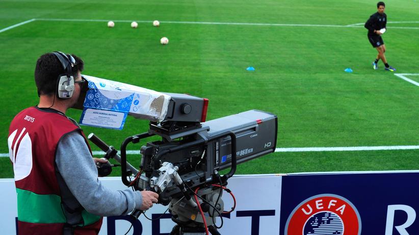 Pay-TV: Für die Zuschauer wird das eine Umstellung: Ab 2018 gibt es keine Spiele der Champions League mehr im öffentlich-rechtlichen Fernsehen.