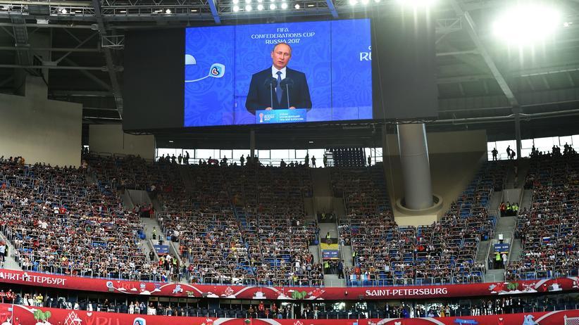 Confed-Cup: Der russische Präsident Putin spricht zum Stadion.