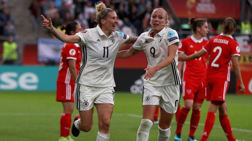 Frauenfussball Em Deutsche Fussballerinnen Ziehen Ins