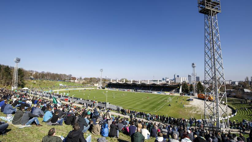 Fußball in Österreich: Der Blick von der Naturtribüne der Hohen Warte