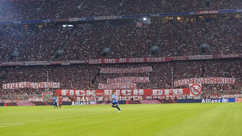 Fan-Proteste: Die Münchner Südkurve beteiligt sich zum Bundesligaauftakt an den Protesten gegen den DFB.
