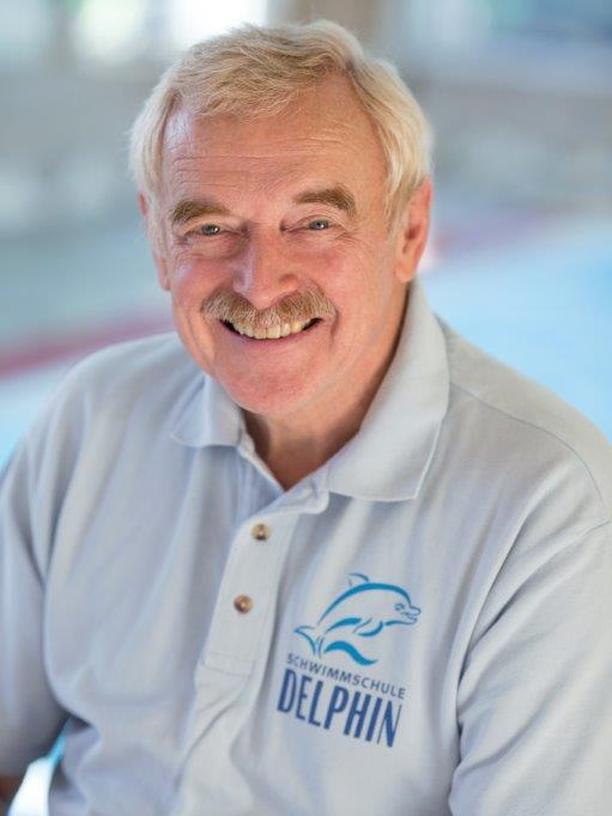 Uwe Legahn (70) war Leistungssportler und Trainer im Schwimmen und Wasserball und professioneller Rettungsschwimmer auf Sylt. Als Sportpädagoge arbeitete er 34 Jahre im öffentlichen Schuldienst und leitet seit 1977 in Hamburg seine private Schwimmschule. Er ist Präsident des Bundesverbandes für Aquapädagogik, Buch- und Filmautor sowie Seminarleiter und Referent bei Kongressen. Seit vier Jahren bildet er in China Lehrer fort.