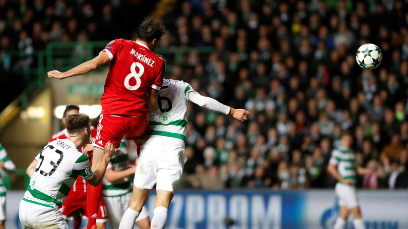 Champions League: Javi Martinez erzielt das zweite Tor für den FC Bayern München beim Champions-League-Spiel in Glasgow.