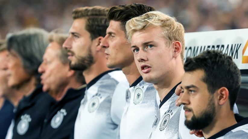 """Julian Brandt: """"Ich spiele jetzt seit mehr als 15 Jahren Fußball und finde nicht, dass sich wirklich was verändert hat. Sie etwa?"""""""