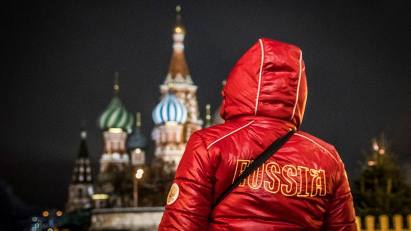 """Das russische Jackenmodell """"Abschlusszeremonie""""."""