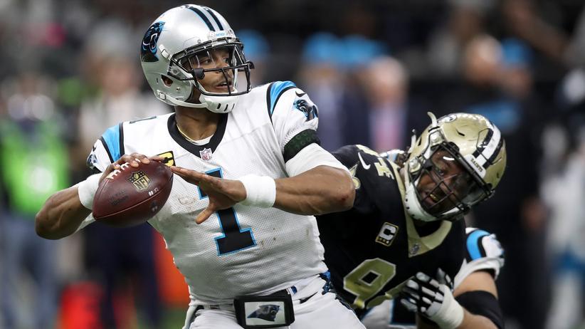 Cam Newton, Quarterback der Carolina Panthers (links)