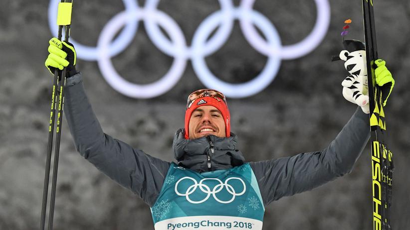 Biathlon: Arnd Peiffer bei der Siegesfeier
