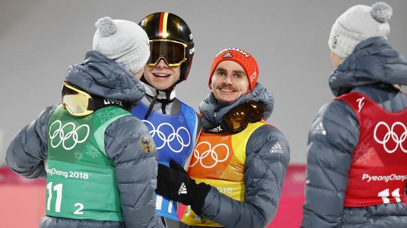 Skispringen: Deutsche Skispringer holen Silber im Mannschaftswettbewerb