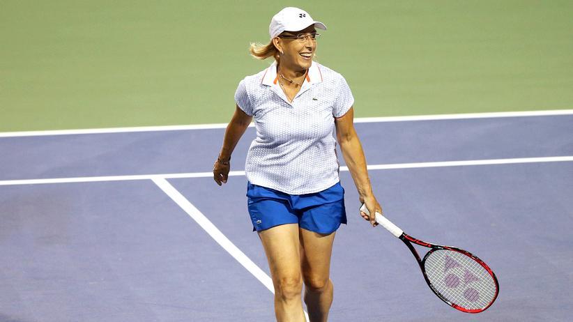Martina Navratilova: Als Tennisspielerin stellte sie mehrere Rekorde auf: Unter anderem gewann Martina Navrátilová neun Einzeltitel in Wimbledon. Sie zählte fast 20 Jahre zu den besten fünf Tennisspielerinnen der Weltrangliste.