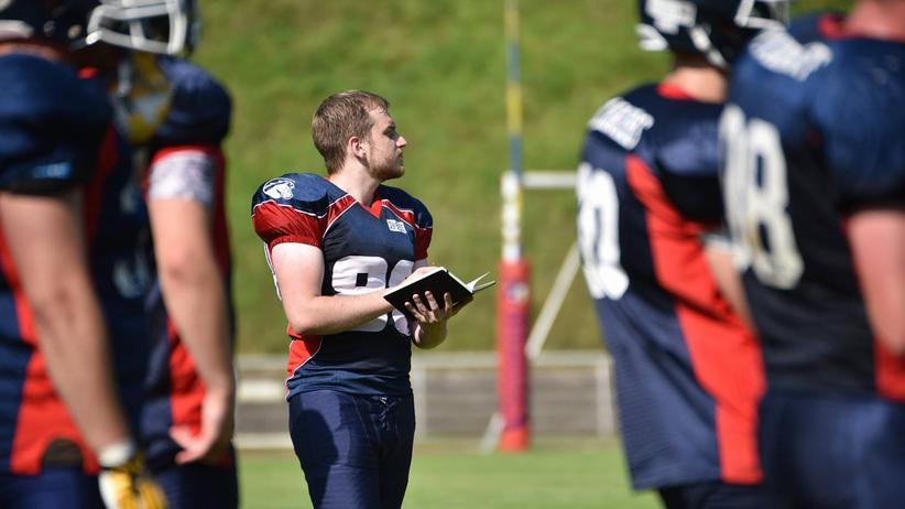 Footballtrainer: Touchdown, Herr Pfarrer