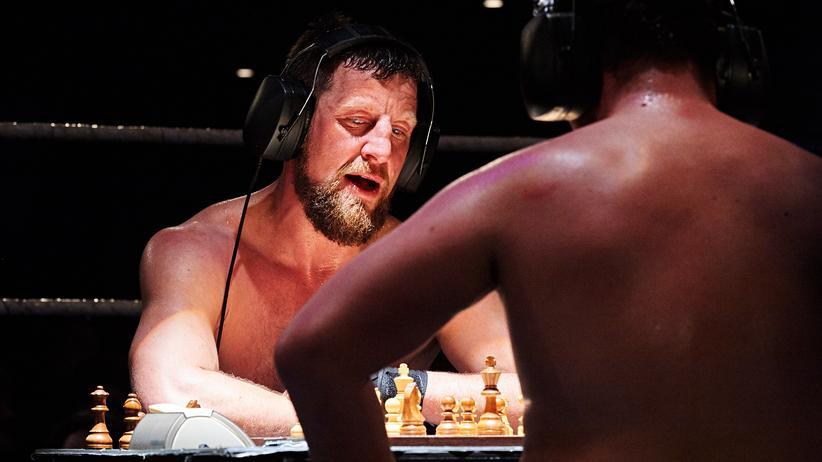 Schachboxen: Ziehen, schlagen, ziehen, schlagen
