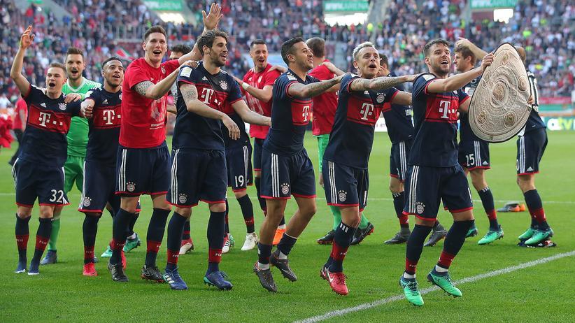 Fußball-Bundesliga: Die Mannschaft des FC Bayern bei einer jährlichen Routineübung