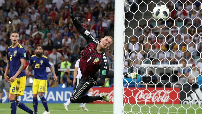 Deutschland-Schweden: 95. Minute: Der Freistoß von Toni Kroos landet im Tor.