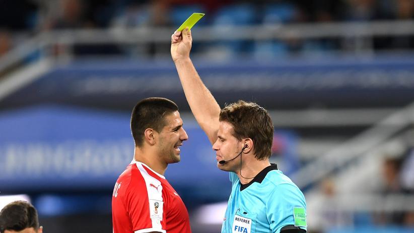 Felix Brych: Der deutsche Schiedsrichter Felix Brych wurde nach dem Spiel Serbien gegen Schweiz heftig für seine Leistung kritisiert.