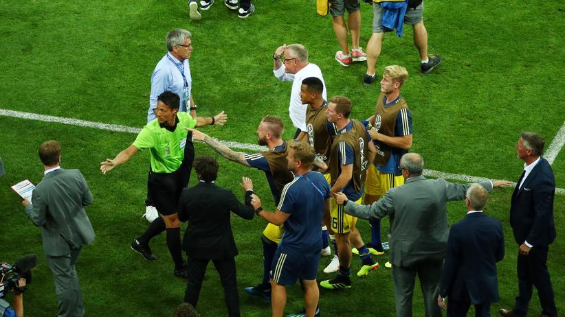 Offizielle mussten die Situation kurz nach dem Spiel beruhigen.