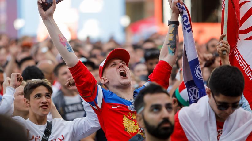 Gleich fünf Gründe zum Eskalieren lieferte das russische Teams ihren Fans auf der Fanmeile in St. Petersburg.