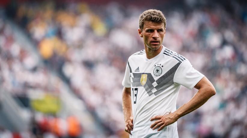 Thomas Müller: Würde der Fußballer Thomas Müller Zeugnisse erhalten, wären viele Einser und Fünfer dabei, kaum Dreier.