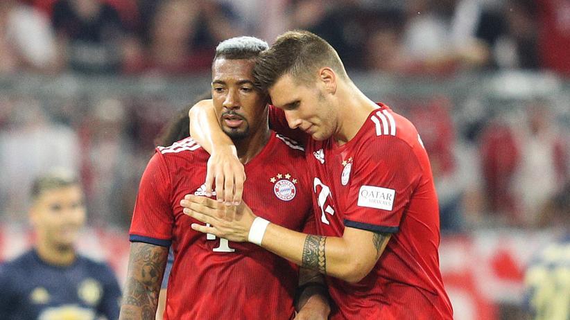 Bundesliga-Vorschau: Jerome Boateng bekommt wenigstens hinreichend Trost von Niklas Süle.