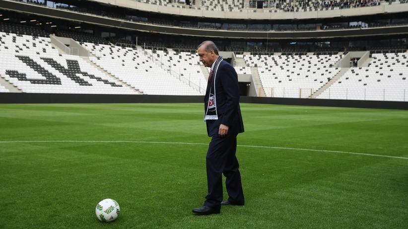 """Türkische EM-Bewerbung : Der """"Imam Beckenbauer"""" will seine EM"""