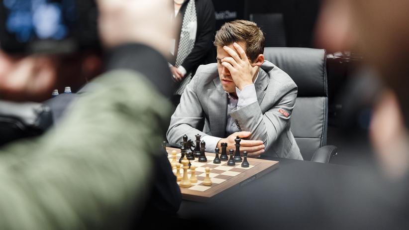 Schach-WM 2018: Zwei ziehen, und alle rätseln