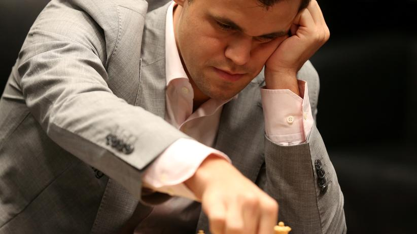 Schach-WM 2018: Magnus Carlsen während der zweiten Partie der Schach-WM in London
