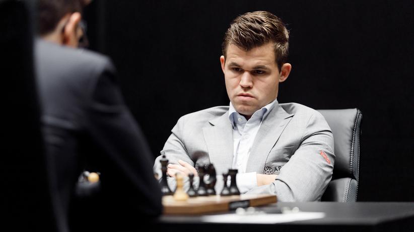 Schach-WM: Magnus Carlsen in der dritten Partie der Schach-WM in London