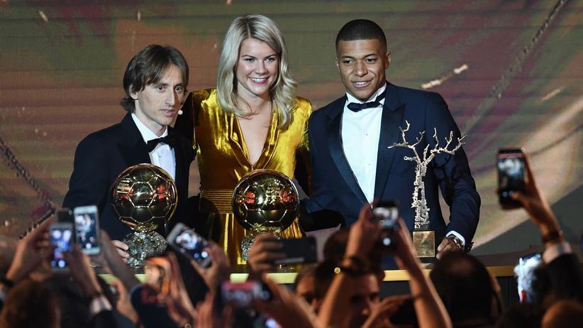 Luka Modric: Kroatischer Mittelfeldspieler mit Ballon d'Or geehrt