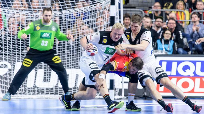 Handball-WM: Patrick Wiencek (links) und Finn Lemke haben den Job, andere aufzuhalten. Klappt soweit.