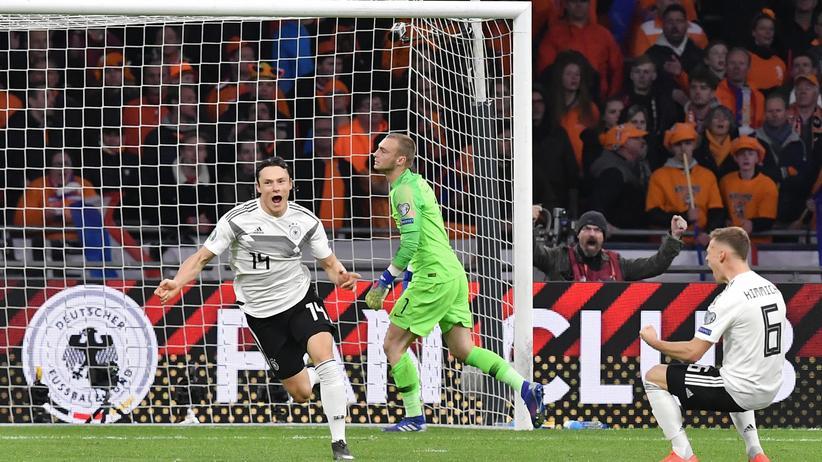 EM-Qualifikation: Öffnete die Pralinenschachtel kurz vor Schluss: Hoffenheims Nico Schulz erzielt für Deutschland das 3:2.