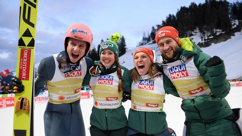Nordische Ski-WM: Karl Geiger, Juliane Seyfarth, Katharina Althaus und Markus Eisenbichler (von links) freuen sich über ihren großen Erfolg.