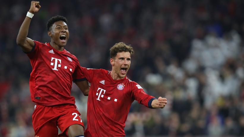 Bundesliga: Freuen sich über den Sieg gegen den BVB: David Alaba (links) und Leon Goretzka.