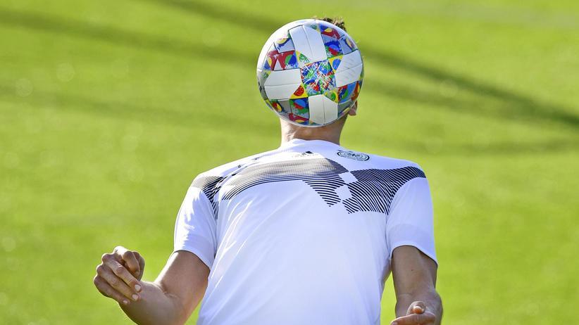 DFB-Präsident: Amateurfußball mag nach Hobbygekicke von Dickbäuchigen klingen, doch vor allem sozialisiert er Millionen Kinder und Jugendliche.