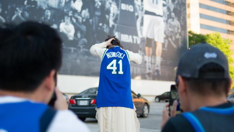 Dirk Nowitzki: Fans in Dallas