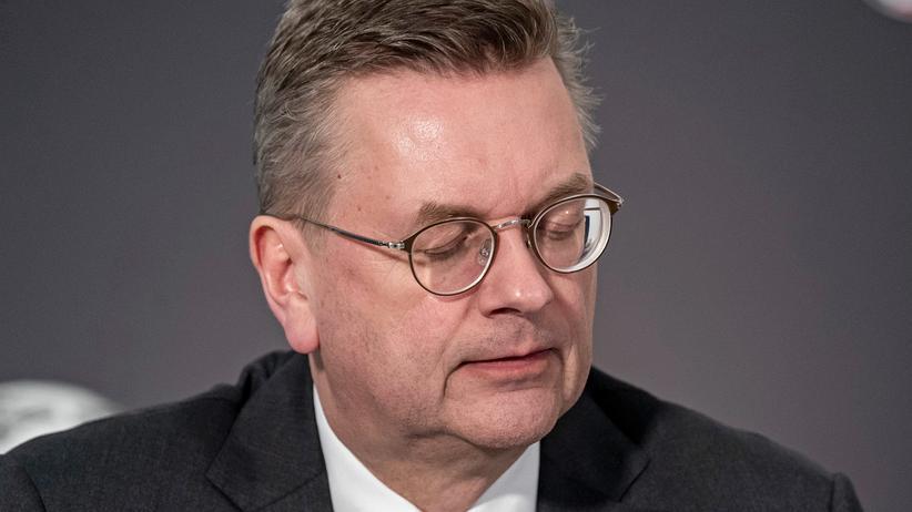 Reinhard Grindel: Ehemaliger DFB-Präsident tritt auch von internationalen Ämtern zurück