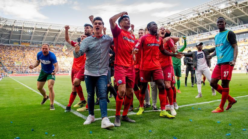Aufstieg in Dresden: Der SC Paderborn steigt zum zweiten Mal in die Bundesliga auf.