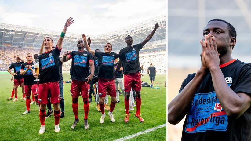 Fußballbundesliga: Jamilu Collins (rechtes Foto) und seine Mitspieler vom SC Paderborn beim Feiern nach der Partie gegen Dynamo Dresden.